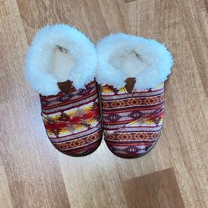 TOMS slippers (NWOT)